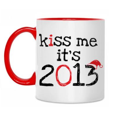 Кружка Надпись Kiss me - it's 2013!