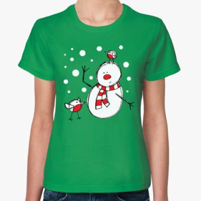 Женская футболка Снеговик и снегири в Новый год