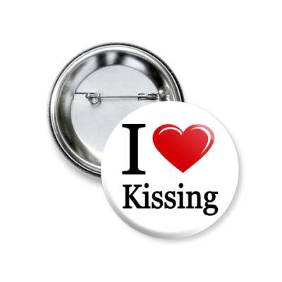 Значок 37мм KISSING