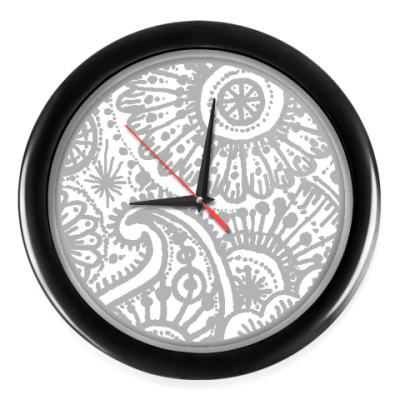 Настенные часы Мехенди