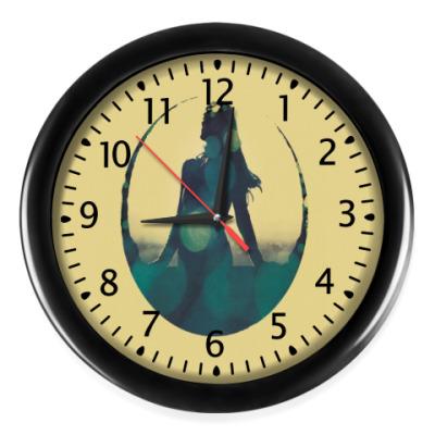 Настенные часы Девушка