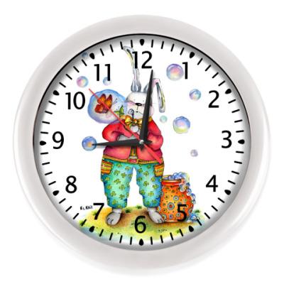 Настенные часы Кролик надувает мыльные пузыри