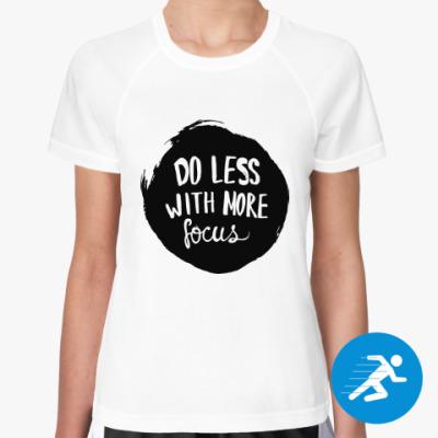 Женская спортивная футболка Делай меньше но точно
