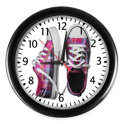 Настенные часы Кеды