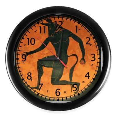 Настенные часы Минотавр