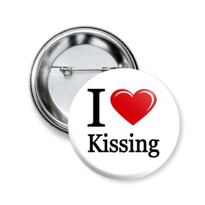 Значок 50мм KISSING