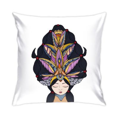 Подушка Девушка с темными волосами и массивным украшением