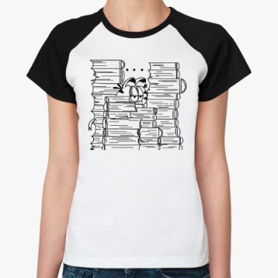 Женская футболка реглан Гарфилд в книгах