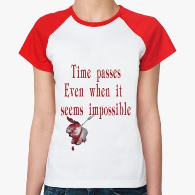 Женская футболка реглан время идет даже когда...