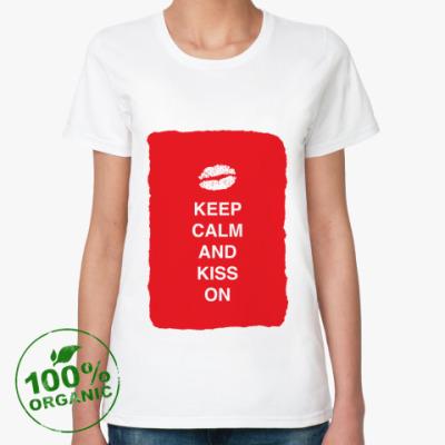 Женская футболка из органик-хлопка Keep calm and kiss on
