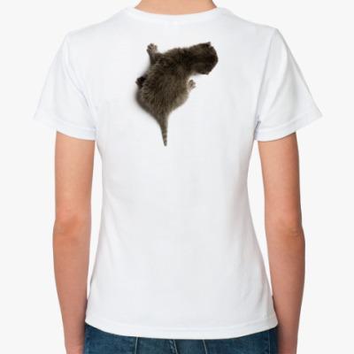 Классическая футболка Котенок карабкается по спине
