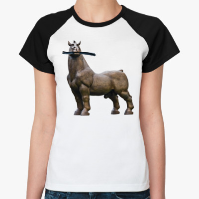 Женская футболка реглан Конь жует рельсу