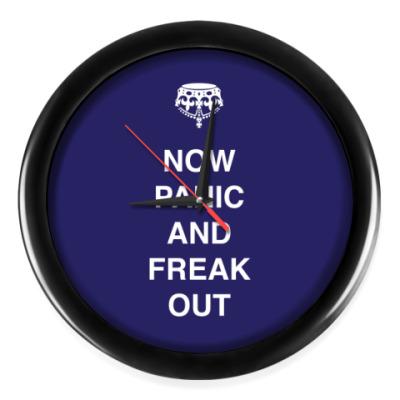 Настенные часы Now panic and freak out