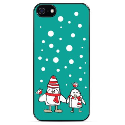 Чехол для iPhone Пингвины и снегири в Новый год