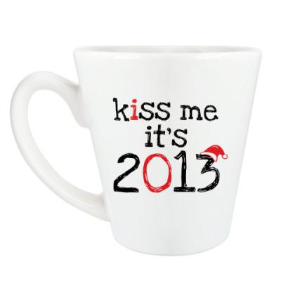 Чашка Латте Надпись Kiss me - it's 2013!