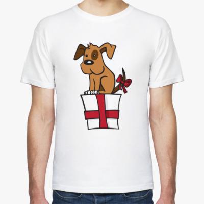 Футболка собака сидит на подарке