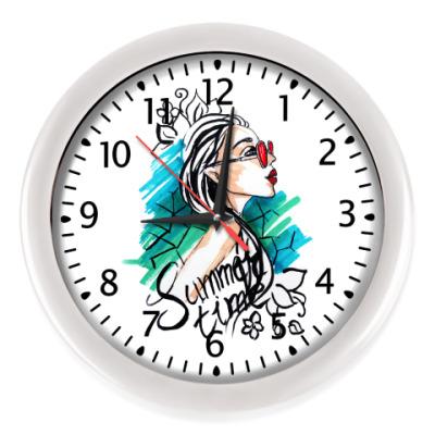 Настенные часы Девушка лето