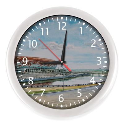 Настенные часы пейзаж акварелью с набережной и стадионом Саранск